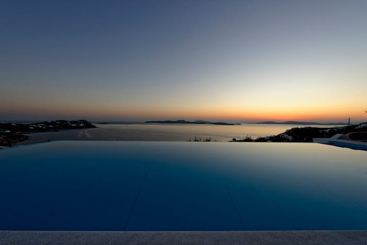 Private Infinity Pool Near Beach and Mykonos Town
