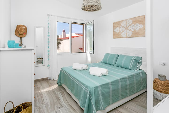 Blue Moon apartment -100 mts from the sea- Menorca