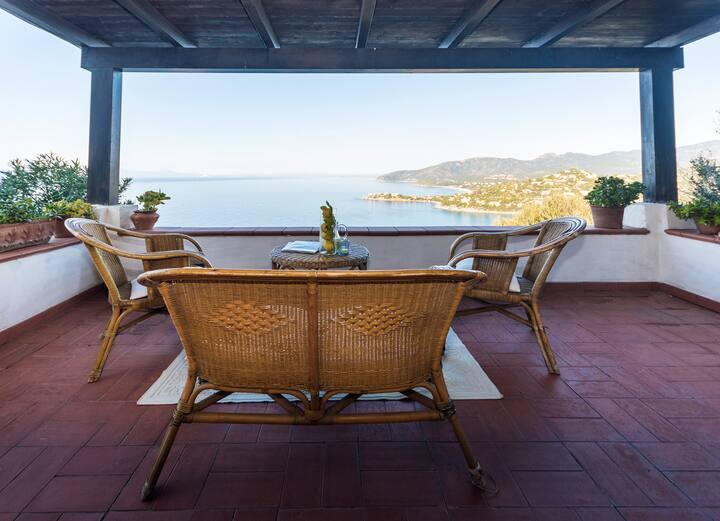 Elegant villa with breathtaking sea views !