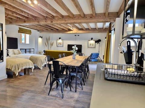 Modern & Stylish  Converted Barn Studio Apartment