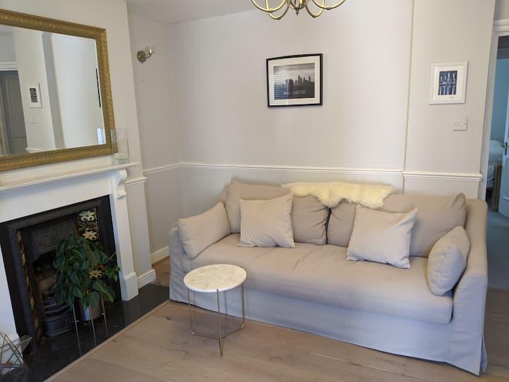 Stylish Two Bedroom Garden Flat in London SE23