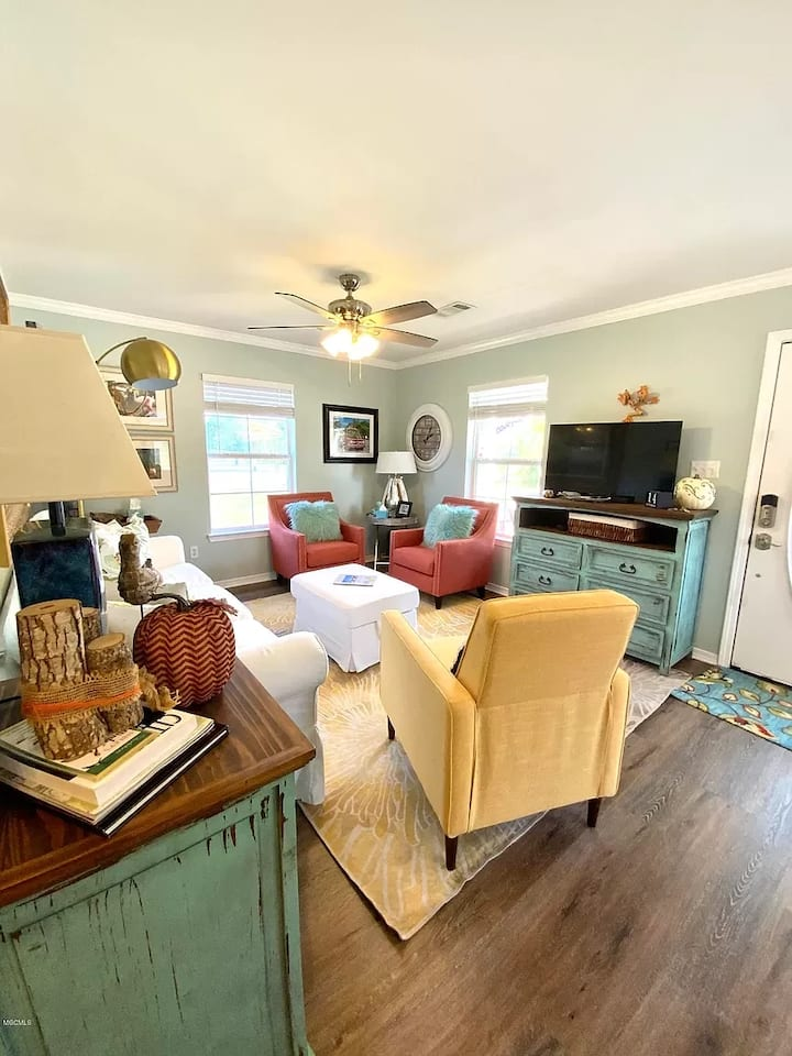 Beach View Cottage Perfect for Family & Friends!