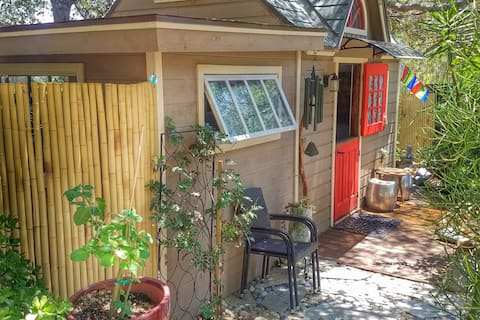 Charming Cottage Retreat Steps from Lake Hodges