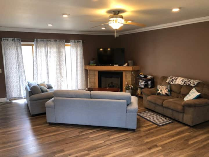 4 bed 2 bath sleeps 17, off east lake with access!