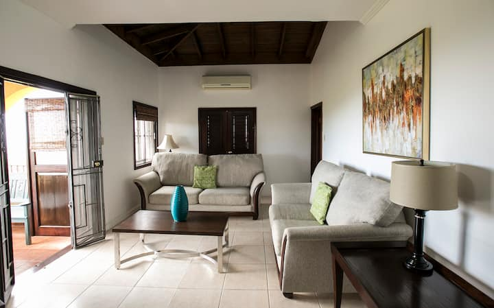 Luxury & Comfort with Panoramic views -Jacks Hill.