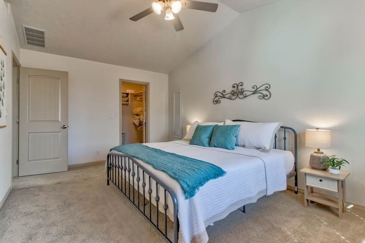 Upstairs, enjoy the King size bed in the light-filled Master bedroom.