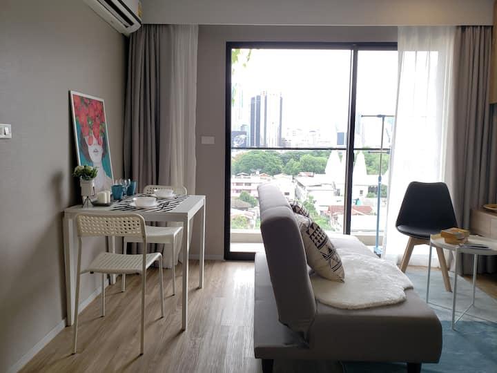 Bangkok Charoenrat/easy commute/complementary pool