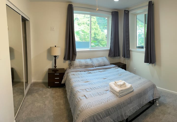 Quiet master bed/bath with amazing valley views