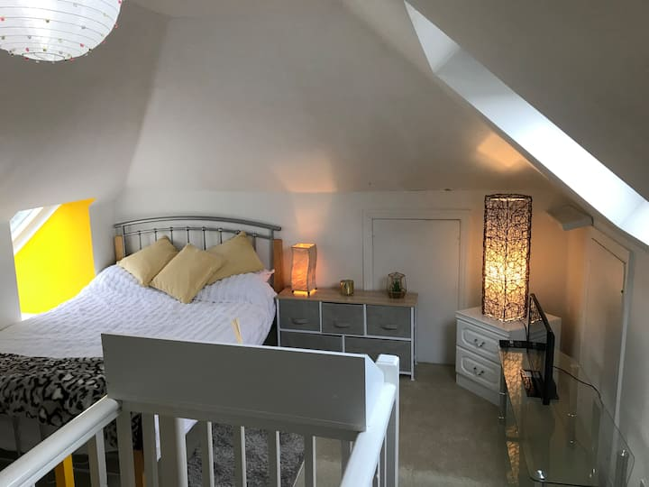 huge attic room with great facilities