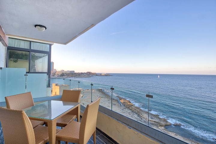 Seafront 3BR APT in Tower RD Sliema opposite Beach