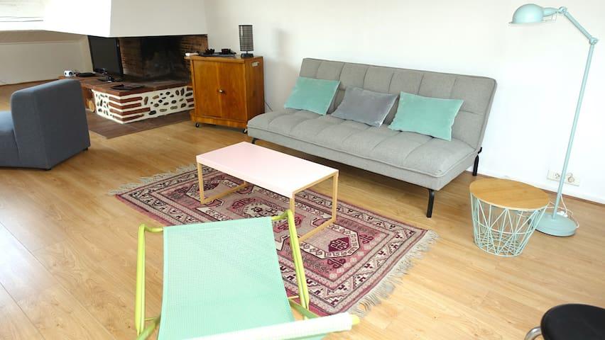 Un de vos espaces détentes, lecture...avec canapé convertible.