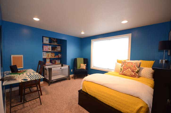 Full Bed; we can also provide a crib, twin bed, or another full-sized air mattress at your request.