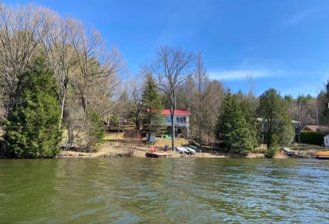 Charming Lakefront Cottage with Boats & Kayak