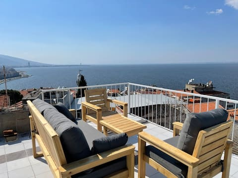 The Ultimate Seaview House with Terrace Cafe
