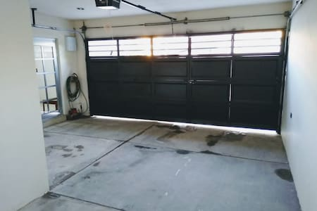 acceso directo al interior de la vivienda por medio de la cochera para mayor comodidad
