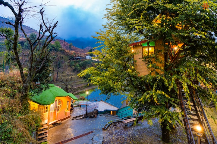 A Private tree house Room at Mussoorie