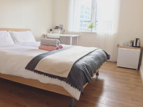 Cozy Ensuite Bedroom City Centre! Available!