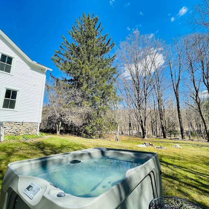 Rustic Fully Renovated Private House w/ Hot Tub
