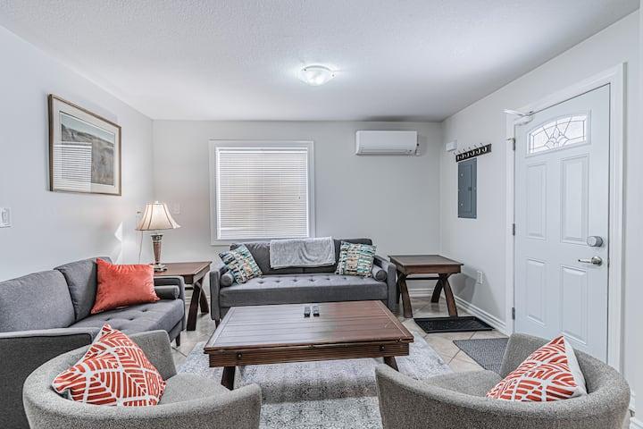 Luxurious Orillia-Beach Family Vacation Home