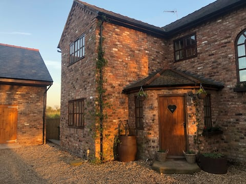 Rustic and Cosy  B&B at Bumbleberry Cottage
