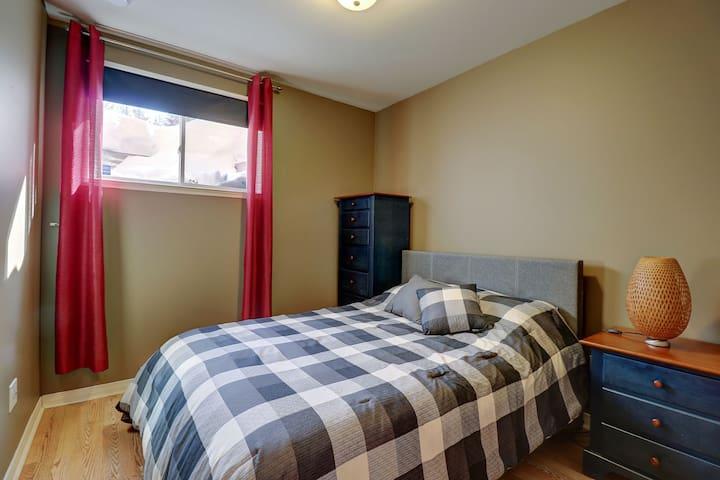 Chambre 5 au sous-sol: lit double