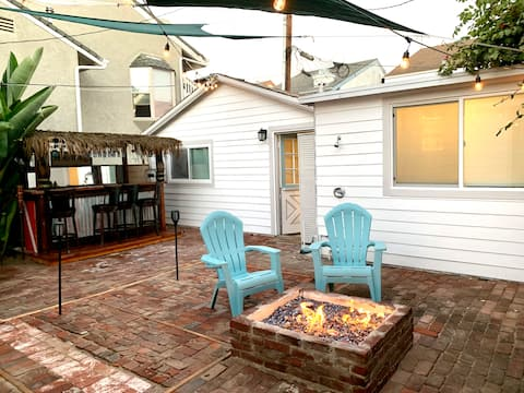 Beach front cottage in Huntington Beach. Fast WiFi