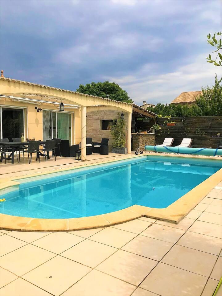 Maison de charme avec belle piscine proche Uzès