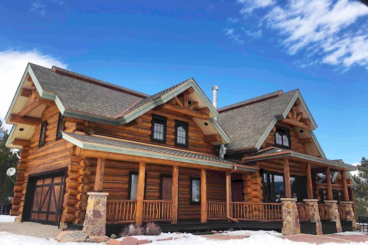 "Stunning ""Lakefront Lodge"" across from Lake Granby"