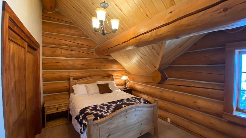 2nd Bedroom: Upstairs Queen