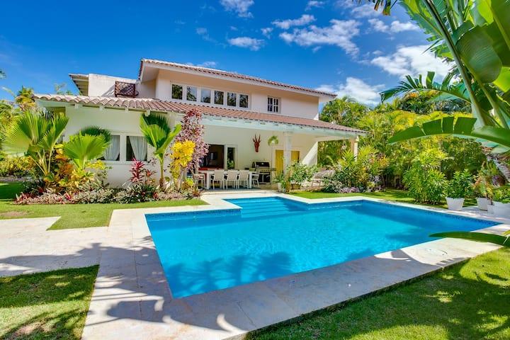 Lovely Villa near the Beach including golf cart