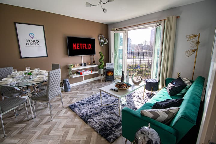 🌟Monea Apartment with Parking, Balcony & Smart TV🌟