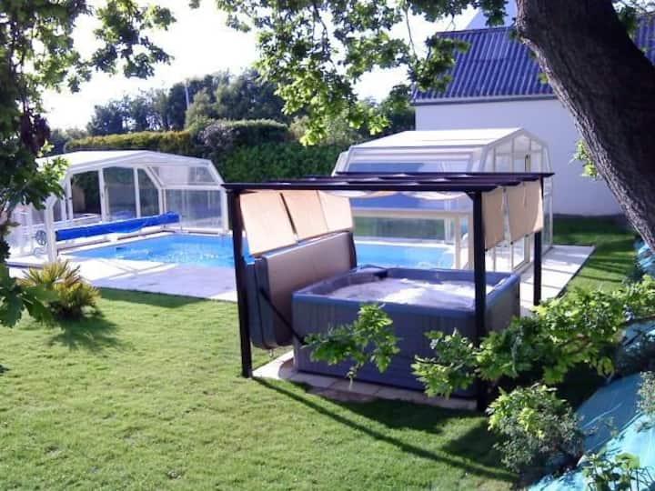 Gîte Ty ar Men piscine chauffée couverte et spa