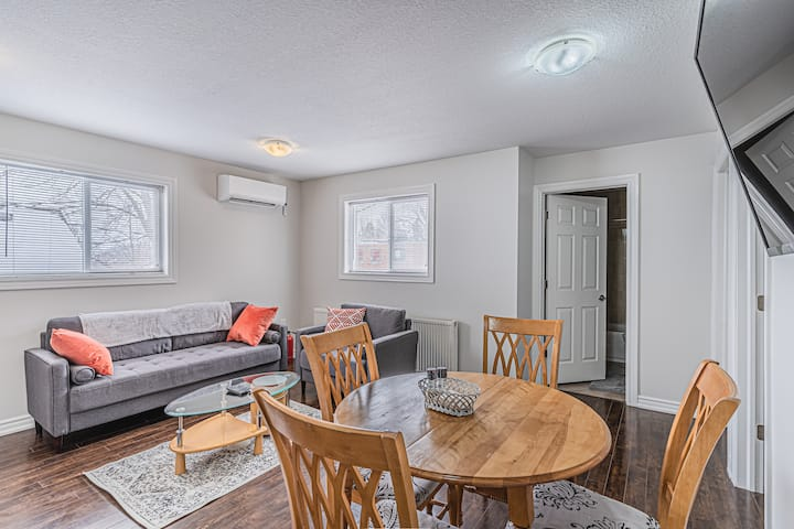 ✔Orillia-Beach✔Families✔Quiet✔Parking✔BBQ✔Sleeps 4