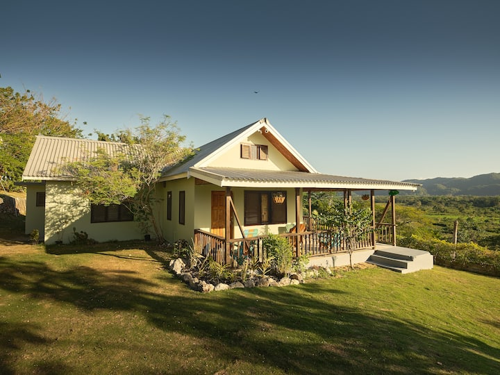 Pear Tree Hill Country Cottage..away from it all