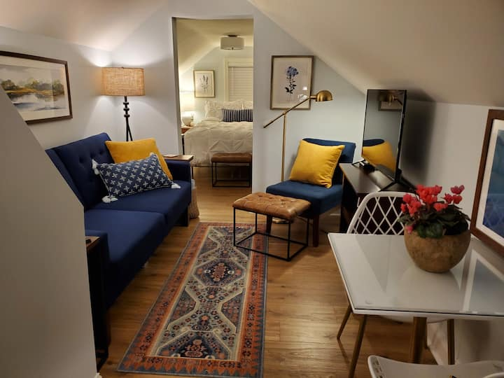 Private Pleasantdale Guest Suite & Lovely Garden