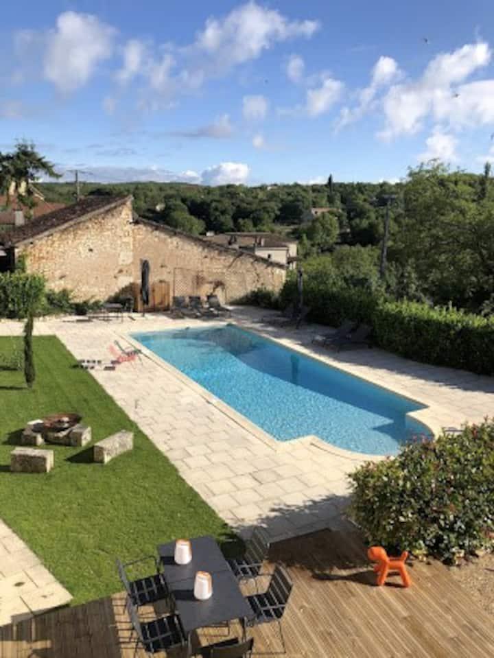Chambre d'hôtes (beige) piscine et clim - 2 pers