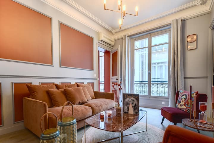 The Baron Haussmann SUITE in the GOLDEN TRIANGLE