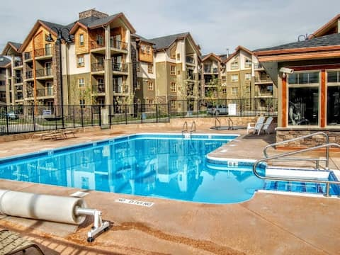 Lake Front Condo with Easy Access, Sleeps 6