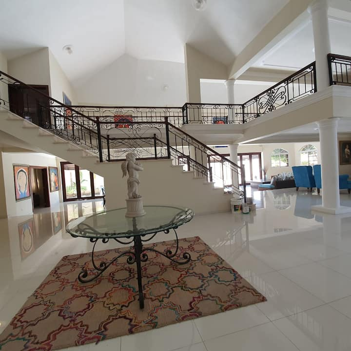 Luxurius House Near Airport