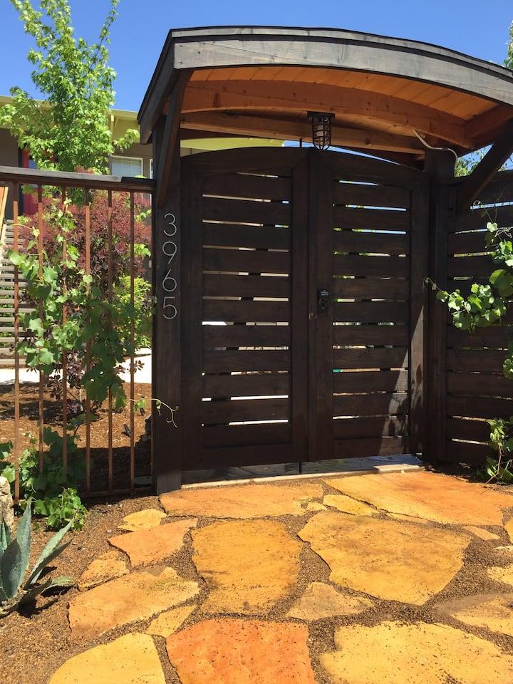 Garden Suite - Downtown Kelseyville- 100% Walkable