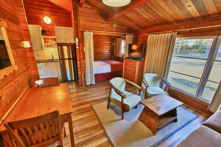 Riverside Family Suite- Athabasca River Side