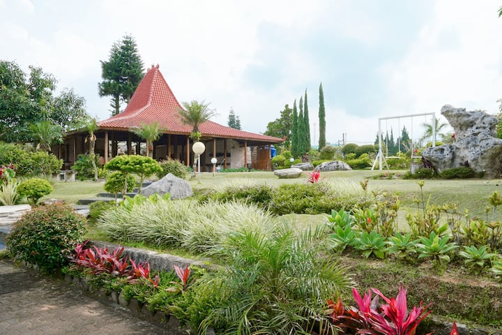 7BR Traditional 'Joglo' House with Flower Farm