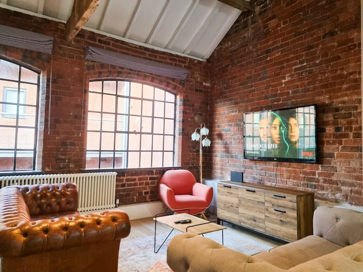 Converted LOFT Style 3BD house+*Spa Bath+Free Pkng