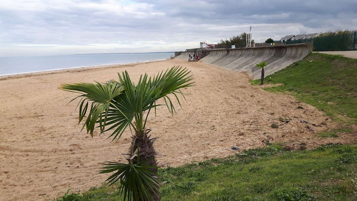 """""""A beautiful chalet 5 minutes walk to the Sea"""