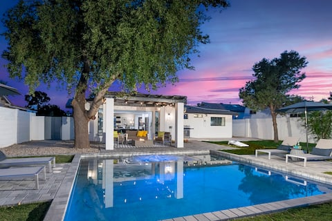5 Min to Oldtown• Heated Pool • Hot Tub • Fire Pit