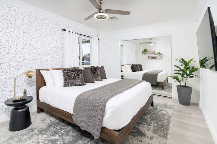 The 2nd bedroom has a king sized bed, a huge Smart TV, reading lights, loads of pillows and blankets and a ceiling fan for your comfort. Located just across the hall from the guest bathroom.