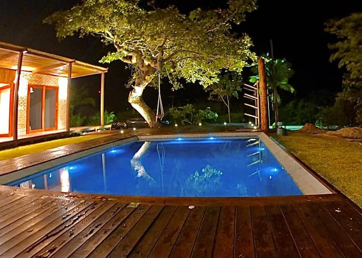 Beautiful house with a swimming pool and 3 suites!
