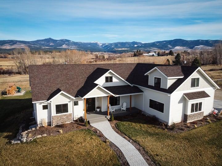 NEW LISTING Montana Valley Retreat-sleeps 16!