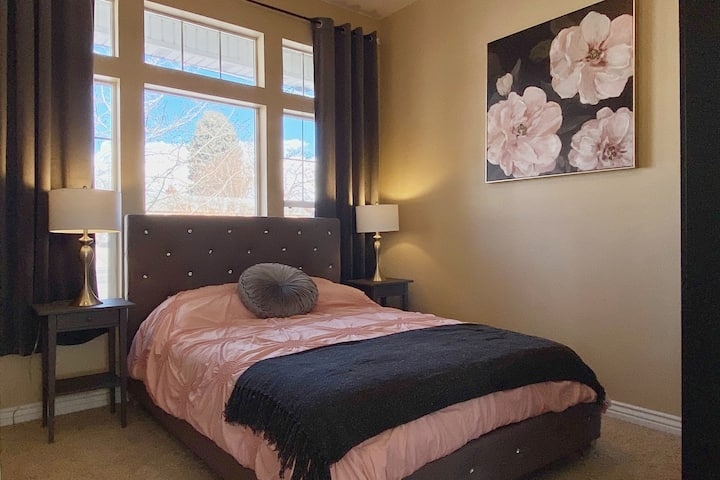 Great Location!*Views!*King-Size*Near Universities