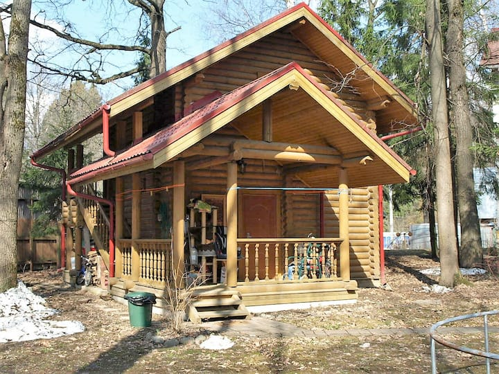 Уютный лесной домик с баней рядом с Москвой
